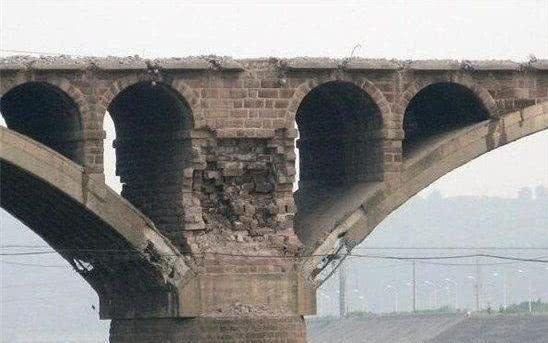 简阳市沱江大桥爆破拆除