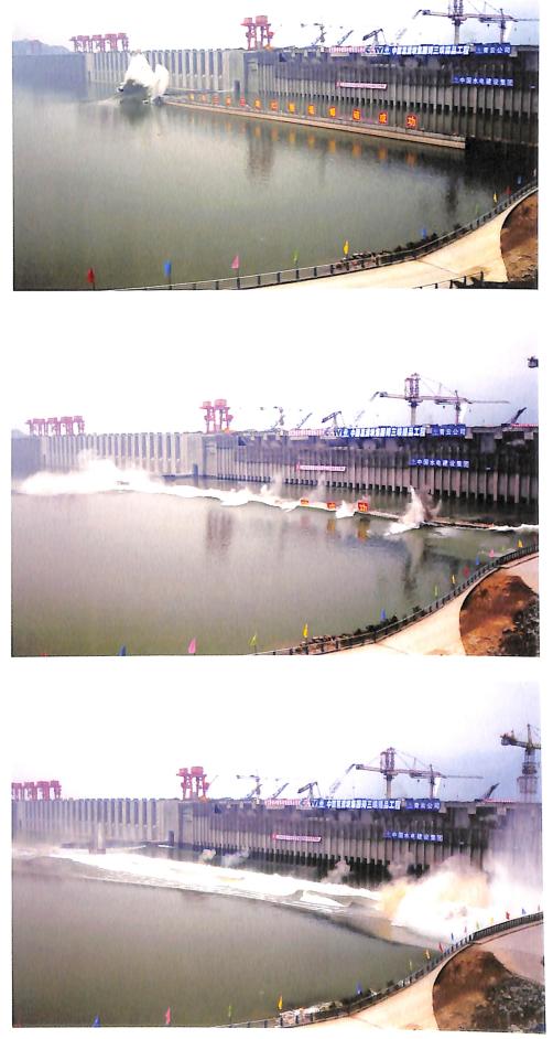 三峡工程RCC围堰 爆破瞬间